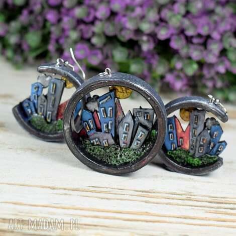 oryginalny komplet biżuterii z motywem miasta i gór, biżuteria domki, kolorowa