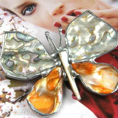 broszko - wisior motyl z tęczową muszlą - broszka z wisiorkiem, broszka z