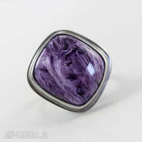 pierścionki czaroit w srebrze - pierścionek młotkowany, czaroit, srebro