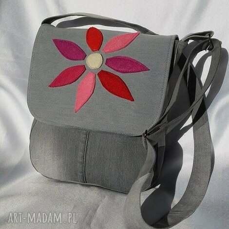 torebka z jeansu kwiatem - listonoszka, torba, torebka, recyklingjeansu, denim
