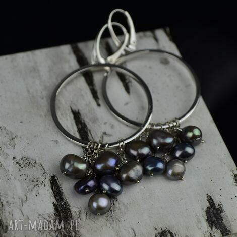 duże kolczyki-koła z szarymi perłami srebro, kolczyki ze srebra, koła, długie