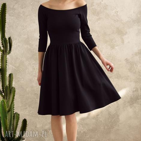 czarna sukienka hiszpanka, sukienka, dopasowana, hiszpański dekolt, midi