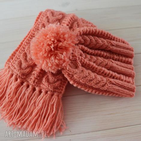 brzoskwiniowy zestaw czapka i szalik - szalik, czapka, frędzle, pompon, warkocze