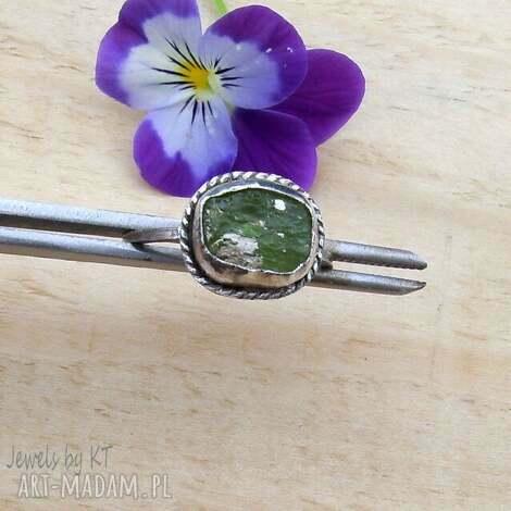 surowość oliwinu - pierścionek, srebrna biżuteria, srebrny kamienie
