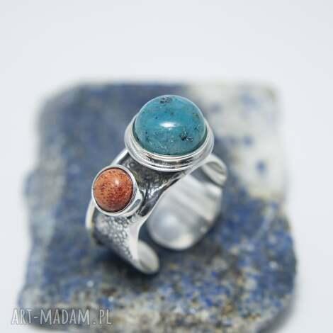 srebrny pierścionek z kuprytem i koralem, regulowany