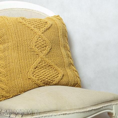poduszka musztardowa z motywem rombów, poduszka, dziergana, romb, wełna