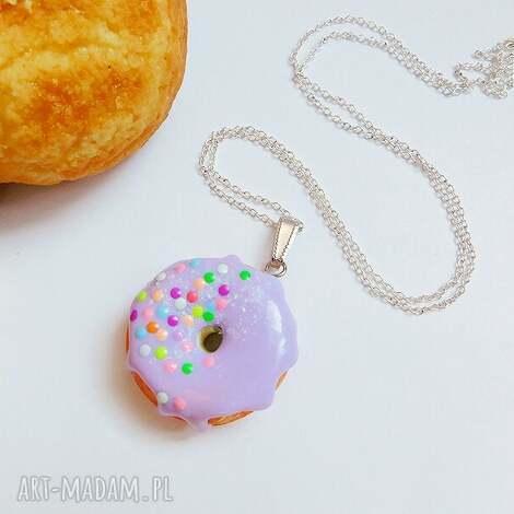 pączek w polewie - wisiorek fioletowy - pączek, naszyjnik, słodki, fimo, donut