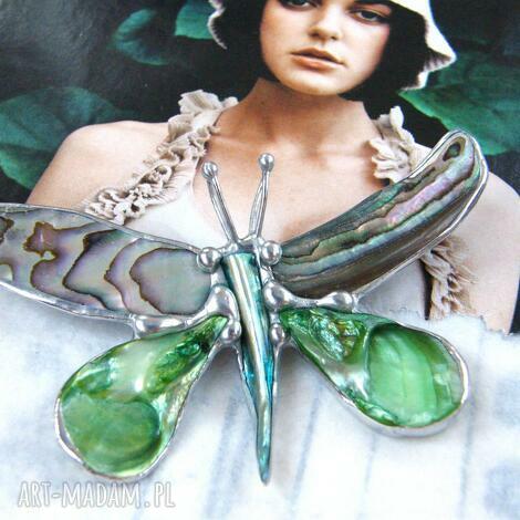 broszko - wisior: duży motyl z zieloną muszlą paua - abalone muszla paua, masa