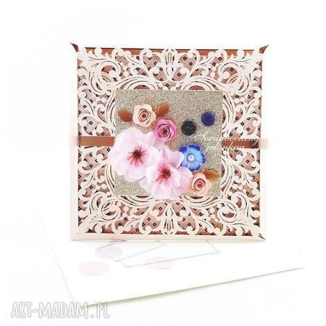 koronkowa kartka brzoskwiniowa, koronka, kwiaty, złoto, życzenia, brzoskwinia