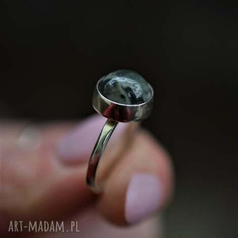 srebrny pierścionek z zielonym jaspisem, klasyczny