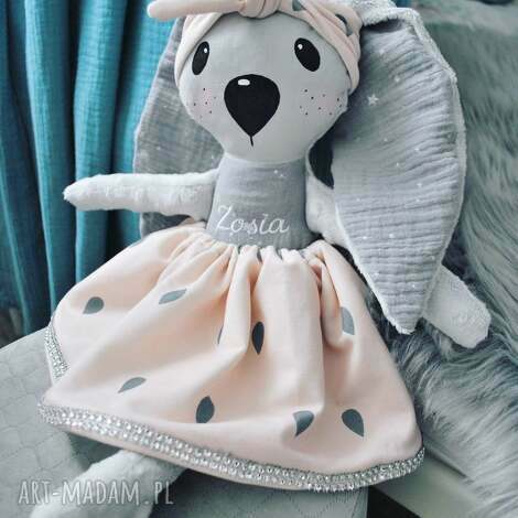 króliczka z imieniem w opasce, przytulanka, króliczka, dziewczynka, lalka, zabawka