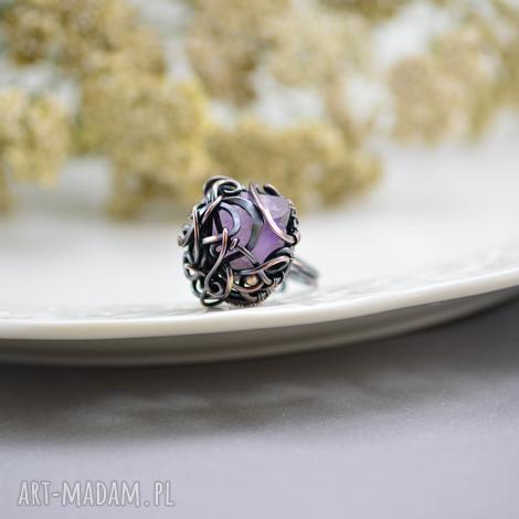 violet - pierścionek z ametystem, pierścionek-duży, surowy-ametyst, kryształ-ametystu