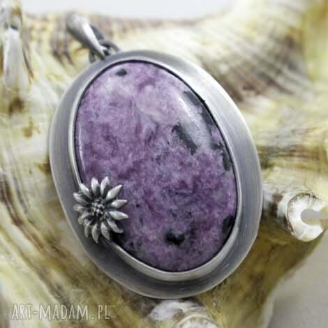 chileart czaroit z kwiatkiem - srebrny wisior, czaroit, srebro, wisiorek, oksydowany