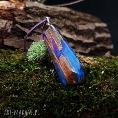 wisiorki wisior drewno i żywica anobium punctatum, boho, natura, organiczny