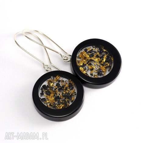 kolczyki z płatkami złota i węglikiem krzemu - żywica
