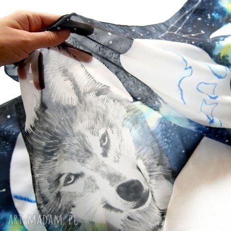 wilk i fazy księżyca - ręcznie malowany szal jedwabny z gwiazdami i drogą