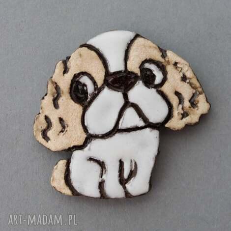 lejdi- broszka ceramiczna (prezent, pies, urodziny, święta, dodatek, przypinka)