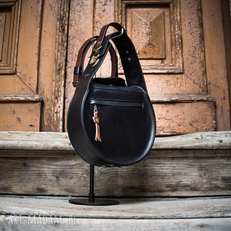 czarna stylowa torebka do pracy z długim odpinanym paskiem na ramię od ladybuq