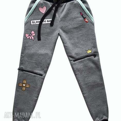 spodnie dresowe z naszywkami i zamkami, naszywki, zamki, dres, modne, dresowe, mięta