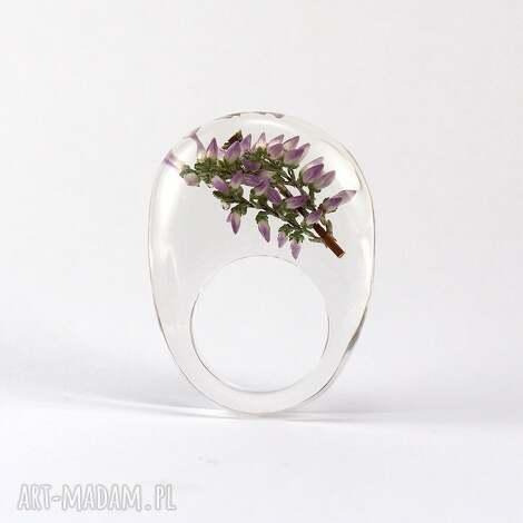 pierścionki pierścionek transparentny z gałązką wrzosu, żywica, natura, żywica