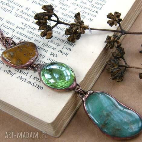 wisior z łańcuszkiem: zielono - brązowy, długi naszyjnik, wisiorek