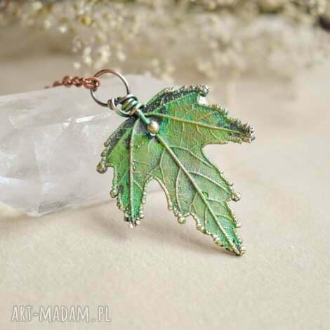 liść klonu - naszyjnik z prawdziwym liściem, na łańcuszku, wisior