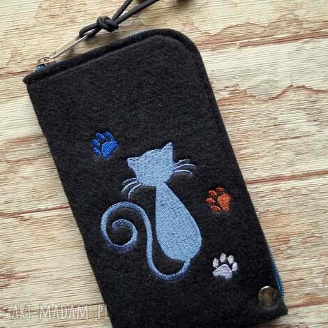 filcowe etui na telefon - kotek, smartfon, pokrowiec, koty, haft, koraliki