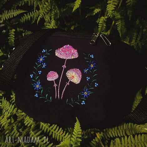 nerki nerka mini magiczne grzybki, nerka, muchomorki, haftowana torebka
