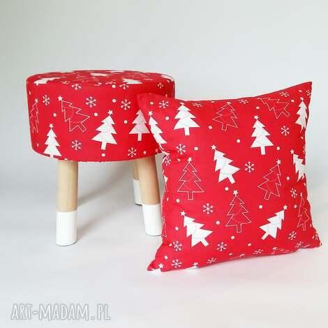 fjerne s czerwona choinka skarpetki - stołek w stylu skandynawskim