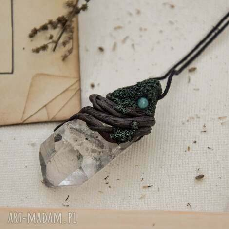 wisiorki wisior z kryształem górskim, wisior, kryształ, wisiorek, jadeit, natura