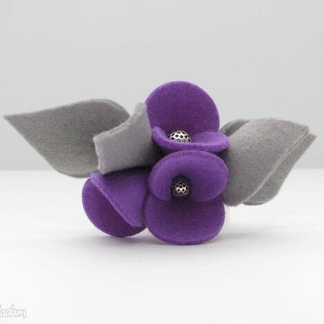 broszka - filcowe bratki - fiolet z szarościami - broszka, filc, bratki, kwiatki