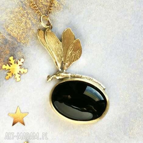 złota ważka z mosiądzu czarnym onyksem, biżuteria, wisior ważka, prezent