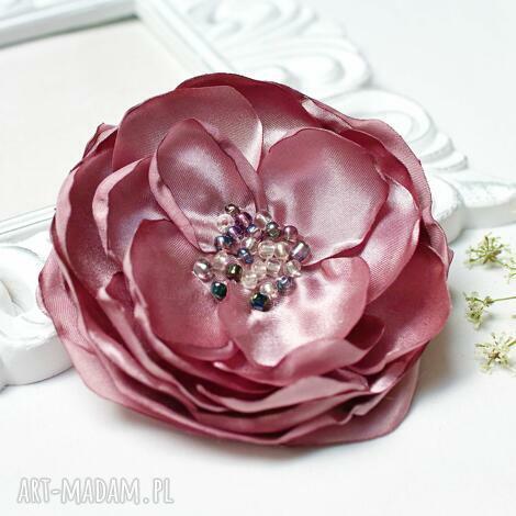 elegancka broszka przypinka kwiatek w kolorze pudrowego różu, broszka kwiatek