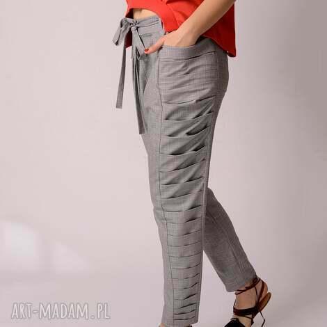 szare spodnie z marszczeniem w delikatną kratkę, kratka, marszczenie, plisy