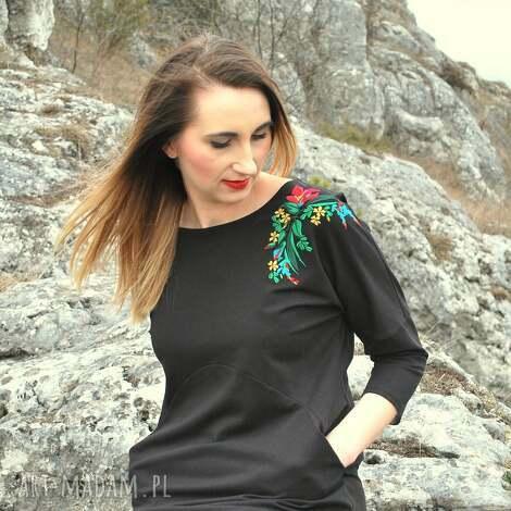 czarna sukienka z haftem, rękaw 3/4, sukienka, czarna, haftowana, dzianina, bawełna