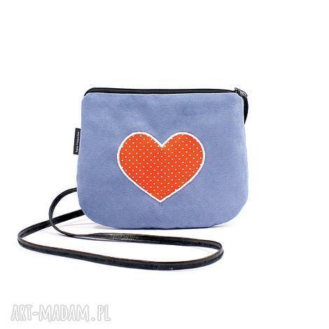 mini torebka damska z sercem w kropki, mini, na ramię