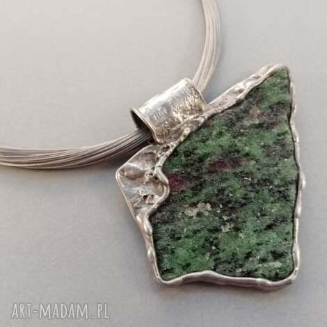 zoisyt z rubinem, kamienie naturalne, minerały