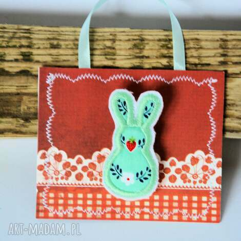 broszka - króliczek 4 - broszka, królik, truskawki, aplikacja, folk, wieś