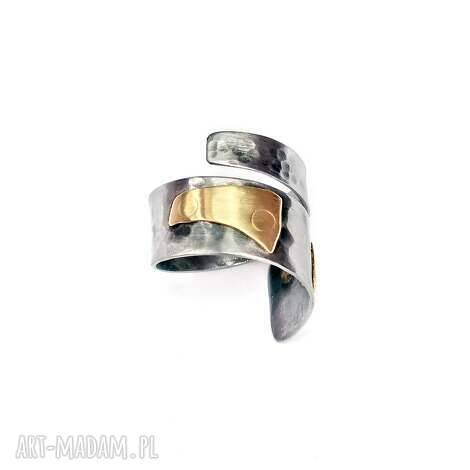 regulowany pierścionek ze stali i mosiądzu, stalowy, kowalstwo, metaloplastyka