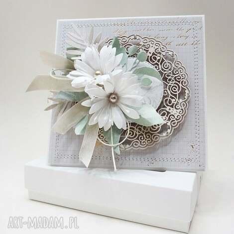 z kwiatami - w pudełku - ślub, życzenia, gratulacje, rocznica