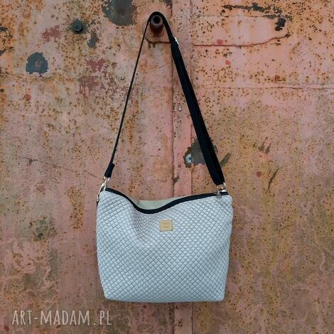 torebka pikówka beżowa, mała torebka, pikowana, prezent, miejska