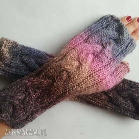 tęczowo fioletowe - ciepłe, modne dziergane, awangardowe, kolorowe