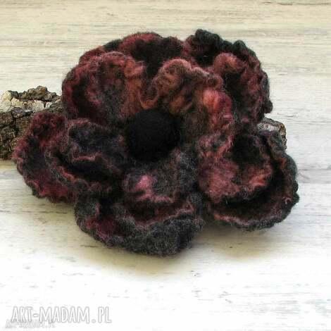 broszka z filcu - broszka, kwiat, filc, prezent, bizuteria, dodatlki