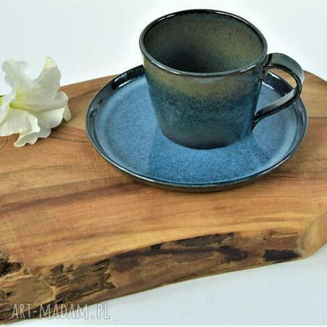 ręcznie lepiony kubek ceramiczny z talerzykiem deserowym, ceramika, filiżanka