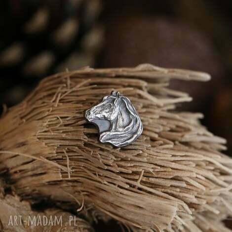 koń mini broszka ze srebra, biżuteria z końmi, biżuteria