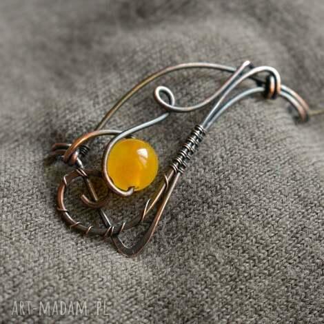 fala - broszka z agatem żółtym, broszka do szala, z miedzi,