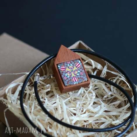 mahoń z polymer clay, naszyjnik - naszyjniki, drewno, mahoń, czerwony, rzemień
