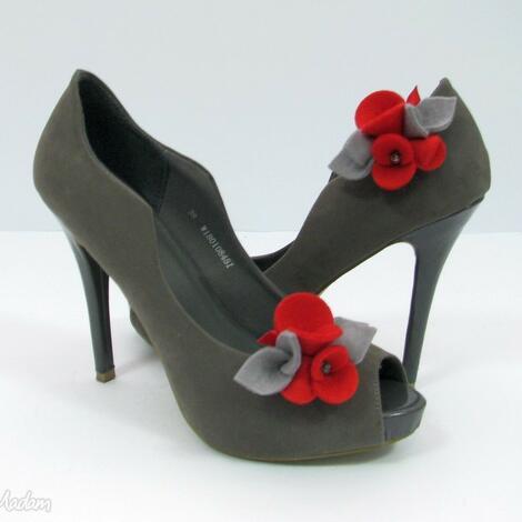 ozdoby do butów klipsy butów - filcowe bratki - czerwień z szarością