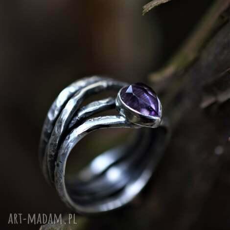 pierścień z ametystem, pierścionek biżuteria minerałami, pnącze