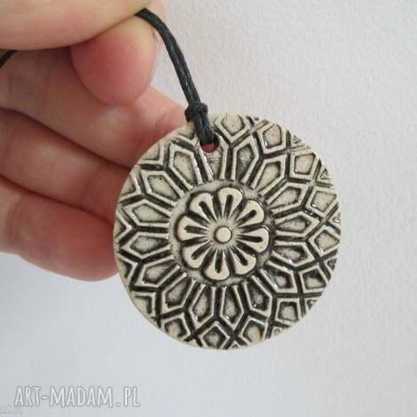 ceramiczny etno wisiorek, wisiorek etniczny, biżuteria ceramiczna, wisior